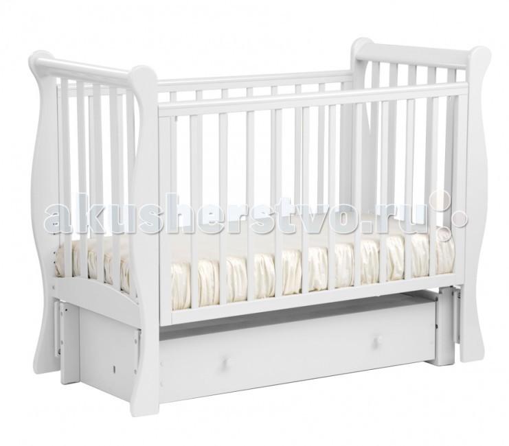 Детская кроватка Кубаньлесстрой АБ 21.3 Лаванда маятник продольный с ящикомАБ 21.3 Лаванда маятник продольный с ящикомНадежность и долговечность - вот те качества, которые вы найдете в кроватке Лаванда от российского производителя Кубаньлесстрой! Оптимальное сочетание цены и качества делает эти детские кроватки одной из самых популярных покупок для младенцев.   кровать маятниковая с ящиком  маятниковый механизм продольного качания  три положения передней стенки  три уровня положения дна  2 съемные планки с передней стенки  силиконовые накладки  один изолированный ящик на роликовых направляющих  съемная передняя стенка  безопасное расстояние между рейками 80мм размер ложа: 1200х600 мм   Габаритные размеры в собранном виде 139х66х109.5  Габаритные размеры в упакованном виде 125х74х17  Высота ложа от пола(1,2,3 уровни) 33.5х43.3х53 Внутренние размеры ящиков (коробов) 105.5х43х16.5  Вес 40 кг<br>