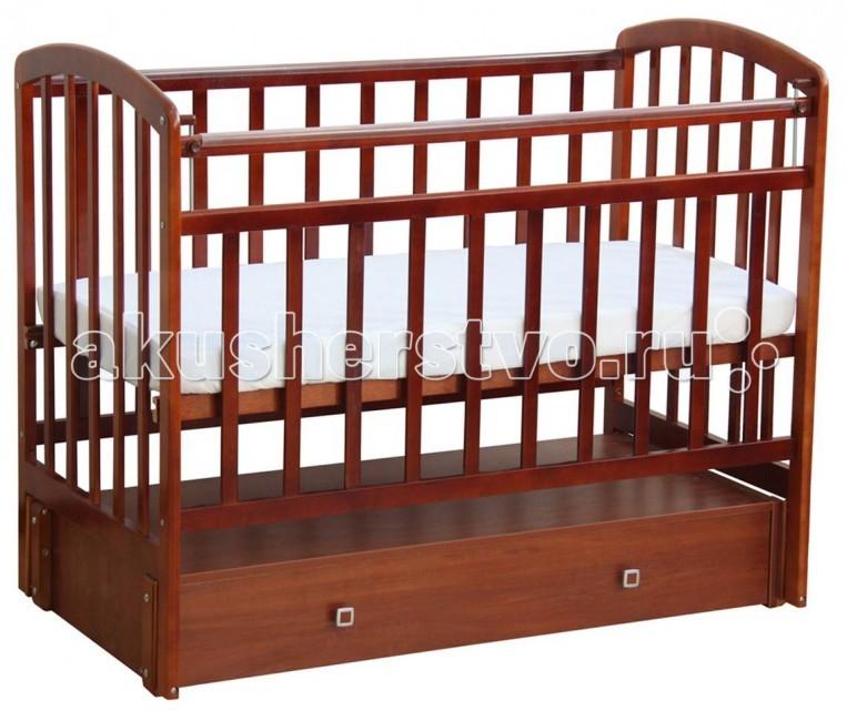 Детская кроватка Фея 313 (продольный маятник)313 (продольный маятник)Детская кроватка Фея313 с ящиками изготовлена из натурального материала сбезвредным лакокрасочным покрытием. Боковины и дно кроватки реечные. Имеет прочную, легко собираемую конструкцию.Бортики кроватки оснащены пластиковыми накладками.  Характеристики:  размер в упаковке (ВхШхГ): 126.6 х73.4х100.5см  Размеры (ВхШхД) – 124,8 х 75 х 103,7 см Размер ложа – 60 х 120 см Вес -36 кг Кнопка - механизм опускания планки накладки ПВХ ортопедическое основание маятниковый механизм продольного качания 1 выдвижной ящик (ЛДСП)  Материал: дерево Ящик под кроватью Число уровней высоты днища: 2 Колес нет Силиконовая накладка: нет<br>
