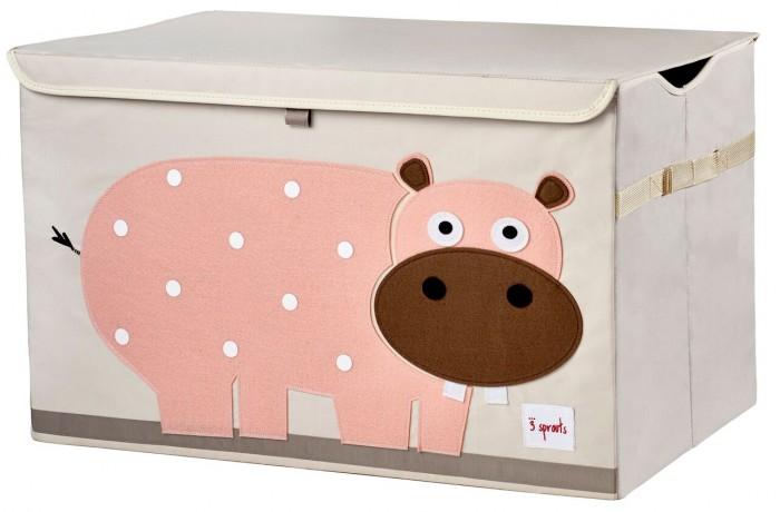 3 Sprouts Сундук для хранения игрушекСундук для хранения игрушекСундук для хранения игрушек отлично подойдёт для организации пространства любой комнаты.   Стороны коробки укреплены с помощью картона, она всегда готова к использованию, а крышка скроет из вида игрушки.  Коробка достаточно большая, чтобы вместить любой предмет, а её вид добавит озорства любой комнате.  Материал:  100% полиэстер 100% полиэстровая фетровая аппликация  Размеры: 38 х 61 х 37 см Уход: только выведение пятен  Эксклюзивный дизайн продукции 3 Sprouts позволяет удобно хранить вещи и игрушки (все предметы лёгкие и удобно складываются), создавая ощущение уюта. Эти товары также очень удобны при приучении малыша к порядку.<br>