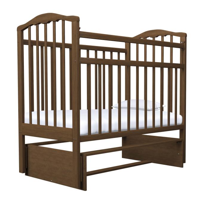 Детская кроватка Агат Золушка-3 маятник поперечныйЗолушка-3 маятник поперечныйДетская кроватка Агат Золушка-3 от рождения до 4-х лет, имеет размер спального ложа (реечное) 120х60 см.   2 положения днища.   Боковая автостенка. Впоследствии боковую стенку можно снять совсем, таким образом кроватка превратится в очень уютный диванчик.  Кроватка маятник поперечного качания, что особо актуально в первые месяцы жизни крохи.   Данная кроватка имеет Европейский дизайн, покрыта абсолютно нетоксичными и безвредными для здоровья детей лаками.  Имеет очень нарядную форму спинок.  Под матрас: 120х60 см  Внешние размеры: 127x67 см<br>