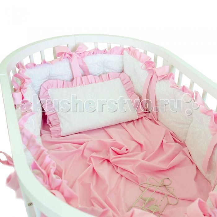 Комплект в кроватку Alis Жемчужина (7 предметов)Жемчужина (7 предметов)Alis Комплект в кроватку Жемчужина (7 предметов)   Набор для детской кроватки ЖЕМЧУЖИНА - великолепие материалов, изящный дизайн, прекрасное цветовое сочетание. Данный комплект гармонично сочетается с классическим и романтическим стилем. Действительно, жемчужина! В комплектацию входит 7 предметов:   Все стороны кроватки надежно защищены объемными бортиками, с мягким и безопасным наполнителем. Каждый бортик украшен красивыми контрастными завязками, которые образуют два ряда шикарных бантов и прекрасно подойдут к светлой кроватке. Новая конструкция завязок не создаёт излишней перегруженности и облегчает эксплуатацию изделия. Бортик, состоящий из 6 подушек, выполнен из премиального сатина с рельефным жаккардовым рисунком, поэтому набор выглядит эффектно и выразительно. Материал бортиков очень прочный, долго сохраняет первоначальный вид, легкий в уходе.   Вуалевый балдахин обеспечит более спокойный и крепкий сон для малыша, поскольку не пропускает излишне яркий солнечный и искусственный свет. Текстильные вставки-утяжелители не дадут балдахину распахнуться и создадут определенную фиксацию на кроватке. Матовая и нежная структура балдахина не создает блики, поэтому выглядит очень элегантно и изысканно.   Хлопковое одеяло большого размера (110*140см) не даст малышу раскрыться ночью и обеспечит хорошую терморегуляцию.   Двухцветный нарядный пододеяльник из цветного сатина, обрамленного в белоснежный жаккард.   Подушка-нулевка (40*60см), из 100% хлопка.   Наволочка с цветной рюшей по краю из жаккардового сатина.   Цветная простыня в тон отделочной ткани из дышащего сатина.   Комплект выполнен из королевского сатина - премиального материала для постельных комплектов. Материал гладкий и прочный, не вызывает раздражения, «дышащий» и долговечный. Наполнитель - нетканый гипоаллергенный материал. Цветные вставки из шелковистого сатина позволяют выделить главные акценты набора, в то же время, главным остается бел