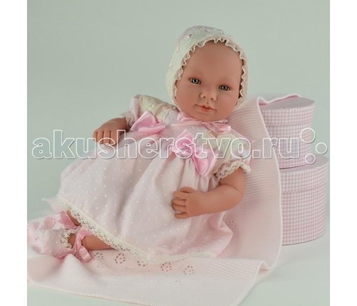 ASI Кукла 50 смКукла 50 смКукла-реборн, размер 50 см, тело мягконабивное, лимитированная серия, в красивом розовом платье и чепчике, в комплекте розовый плед, есть персональный сертификат, в красивой подарочной коробке.   Ручная работа - куклы ASI выпускаются ограниченным тиражом, расписываются вручную, имеют сертификат!   ASI - известный испанский кукольный бренд, который был основан в Мадриде в 1942 году. За свою уже более чем полувековую историю куколки ASI завоевали огромную популярность не только в Испании, но и за ее пределами. Поклонниками испанского бренда была певица Уитни Хьюстон. Среди почетных клиентов кукольного дома - американская кинозвезда Деми Мур.  Возглавляет Кукольный Дом ASI дочь основателя компании Анжела Симона. Именно ее имя, вернее первые буквы имени, образуют название успешного кукольного бренда. Анжела Симона является главной идейной вдохновительницей и покровительницей семейного бизнеса. Она участвует во всех творческих и бизнес-процессах компании, продолжая семейные традиции и заботясь, в первую очередь, о безупречной репутации Кукольного Дома.<br>