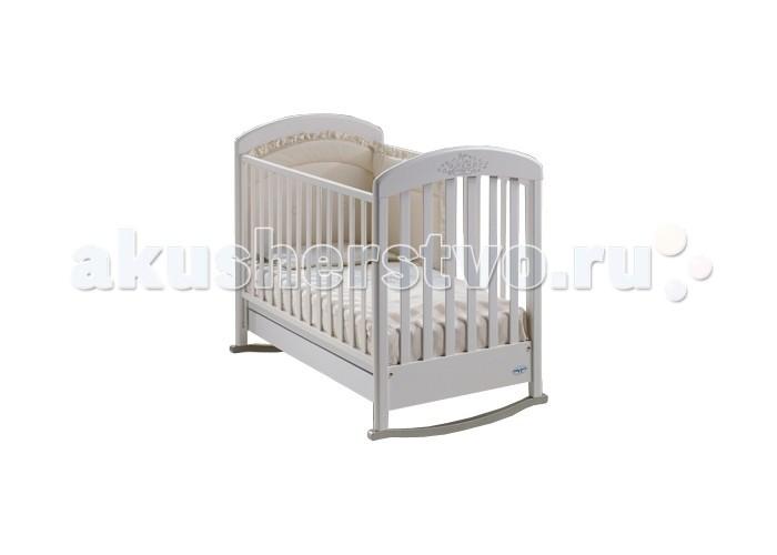 Детская кроватка Baby Italia Cinzia LUX качалка cо стразамиCinzia LUX качалка cо стразамиДетская кроватка Cinzia LUX Baby Italia (качалка) придаст интерьеру легкости и наполнит детскую комнату светом, благодаря изящному дизайну и инкрустации аппликации стразами Сваровски. Материал кроватки – натуральная древесина бука, а это значит, что малыш не пострадает от аллергии или раздражения. Кроме того древесина покрыта нетоксичным безвредным для малыша лаком.   На боковинах находятся силиконовые накладки, когда у ребенка начнут резаться зубки и он будет стараться грызть все подряд, они помогут уберечь десна и первые зубки малыша от травм, а кроватку от повреждений.   Опускающаяся боковина не только упростит ухаживание за малышом в раннем возрасте, но и позволит трансформировать кроватку в диванчик когда малыш подрастет (боковина снимается), таким образом, кроватка меняется вместе с вашим малышом. Как диванчик кроватку удобнее использовать без функции качания и это не проблема – кроватка легко трансформируется из качалки в обычную установкой на дуги четырех колесиков, теперь она не качается, но ее можно легко перемещать по комнате.  Особенности кроватки-качалки Cinzia LUX cо стразами: украшена узором из сверкающих страз  регулируемые боковины  силиконовые накладки на боковую стенку  два уровня положения дна  выдвижной ящик  самоцентрирующиеся колесики, два из них оснащены системой стопоров  колеса имеют прорезиненное покрытие, не оставляют следов, не царапают пол  Размеры кроватки (дхшхв): 134х73х106 см  Размеры спального места (дхш): 125x65 см  Материал: бук<br>