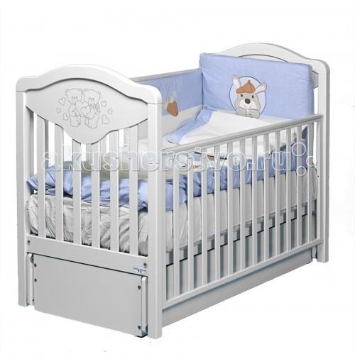 Детская кроватка Baby Italia Gioco LUX маятник cо стразамиGioco LUX маятник cо стразамиДетская кроватка Gioco LUX Baby Italia с маятниковым механизмом продольного качания. Плавное покачивание успокоит малыша и откроет ему мир чудесных сновидений.   Кроватка имеет регулируемые боковины, одна из которых снимается и два уровня высоты ложа, что очень удобно для ухода за малышом. Выдвижной ящик куда вы можете сложить смену белья или игрушки так же нельзя назвать бесполезным атрибутом.   Основной материал кроватки – древесина бука, покрытие – нетоксичные лакокрасочные материалы, которые не выделяют вредные испарения. Основание – залог здоровой осанки вашего малыша в будущем. В целом кроватка хоть и выглядит достаточно просто, однако украшенная стразами Сваровски приобретает особый шарм и необычные черты дизайна.  Особенности Gioco LUX маятник cо стразами: Декор с кристаллами Swarovsky  Опускающаяся боковинка (автостенка) Высота ложе кроватки Baby Italia Gioco LUX - 2 положение  Маятниковый механизм продольного качания  Выдвигающийся ящик на полозьях  4 бесшумных колеса, 2 из них оснащены стопорами  Благодаря прорезиненному покрытию колеса не испортят пол  Элегантный итальянский дизайн  При снятии одной боковой стенки кроватка превращается в уютный диванчик для ребенка  Материал кроватки: высококачественный бук  Размер спального места (ДхШ): 125х65 см  Размер кроватки (ДхШхВ): 132,5x72х110 см<br>