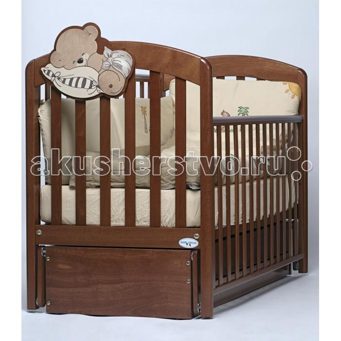 Детская кроватка Baby Italia Leo (продольный маятник)Leo (продольный маятник)Детская кроватка Leo Baby Italia обладает традиционным для итальянского производителя качеством и удобством. Кроватка удобна для использования не только малышу, но так же и его родителям. При производстве кроватки используются только натуральные материалы, а именно древесина бука, покрытая нетоксичным лаком. Материалы не представляют угрозу для здоровья вашего малыша и полностью безопасны.   Основное достоинство кроватки система укачивания – продольный маятник. Кроватка сама начнет укачивать малыша без вашего присутствия, что здорово экономит время и не требует больших усилий. В основании кроватки расположен выдвижной ящик, который можно использовать белья хранения смены постельного белья, таким образом, свежее чистое белье будет всегда под рукой.  Характеристики кроватки Baby Italia Leo маятник: Кровать имеет 2 уровня ложе  Боковое ограждение опускается  Маятниковый механизм качания  Вместительный ящик для белья  Материал: бук  Размер кроватки (дхшхв): 133х77х98 см  Размер спального места (длина х ширина): 125х65 см<br>