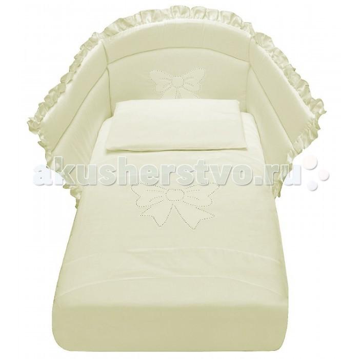 Комплект в кроватку Baby Italia Mimi со стразами (4 предмета)Mimi со стразами (4 предмета)Комплект постельного белья Baby Italia Mimi - гармоничное сочетание стиля и нежности, которые создадут для вашего малыша уютную атмосферу, наполненную теплом и нежностью. Постельное белье выполнено из гипоаллергенного и нетоксичного 100% хлопка, который не раздражает нежную кожу ребенка. Мягкую структуру и изысканный дизайн по достоинству оценят как дети, так и их родители. Бортики надежно защитят вашу кроху от случайных ударов, а легкое и теплое одеяло, не даст малышу замерзнуть. Теплые тона и красивый декор обеспечит ребенку комфортный сон и наполнит комнату атмосферой уюта и тепла.  Основные характеристики: отличается высоким качеством пошива декорирован стразами и оборками бельё полностью безопасно и гипоаллергенно материалы не раздражают нежное тельце ребенка, и не доставляют ему неудобств удобство и простота в использовании качество материала обеспечивает лёгкость стирки и долговечность  допустима стирка при температуре 40 градусов в деликатном режиме  Материалы: 100% хлопок наполнитель бортиков и одеяла - 100% полиэстер  В комплекте: наволочка: 35х55 см одеяло: 65х130 см пододеяльник: 90х135 см борт на пол кровати<br>