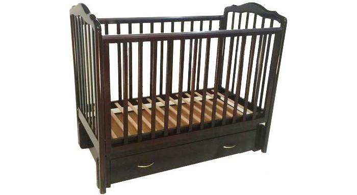 Детская кроватка Baby Luce Слава 2 (универсальный маятник)Слава 2 (универсальный маятник)При изготовлении кроваток производитель использует цельную древесину (кавказкий бук) и лаки (краски), в которые входят экологически чистые составляющие. Накладки боковин из пищевого пластика (сертификат).  Особенности кроватки: размер 120х60 качественная обработка древесины, без сучков возможность сборки как продольным, так и поперечным маятником двойной фиксатор маятника съемные средние палочки бокового ограждения боковое ограждение опускается очень быстро и удобно два уровня решетки подматрасника глубокий закрытый ящик бесшумные направляющие ящика   Кровать сертифицирована, соответствует ГОСТу и пригодна к использованию для детей до 5 лет.  Размеры кроватки (ДхШхВ): 127 х 68 х 112 см.<br>