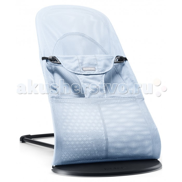 BabyBjorn Кресло-шезлонг Balance Soft AirКресло-шезлонг Balance Soft AirКресло-шезлонг Balance Soft Air  – это современная модель классической серии. Мягкая ткань, округлые формы и хорошая поддержка делают кресло- шезлонг уютным местом для ребёнка с самого рождения.  Естественное покачивание кресла-шезлонга хорошо успокаивает ребёнка. В первые месяцы малыша можно укачивать, осторожно толкая кресло-шезлонг рукой. Кто знает, может быть именно это удовольствие вызовет первую улыбку на лице вашего ребёнка.  Кресло-шезлонг Balance Soft Air имеет четыре положения. Рекомендуется усаживать новорожденных детей, когда кресло-шезлонг в нижнем положении. Среднее и высокое положение используются в том случае, если ребёнок, сидя в одном из этих положений, может без труда удерживать голову и спину. Превышение рекомендуемого максимального веса для этого положения не является опасным, однако функция покачивания будет затруднена.  Поддерживающие трусики зафиксированы в нижней части для того, чтобы они не потерялись у Вас в квартире, а постоянно были бы вместе с шезлонгом, когда ребенок подрастет и сможет пользоваться шезлонгом без поддержки.   Когда Вы используете его в качестве шезлонга, то максимальный вес ребёнка не должен превышать 9 кг. Для каждого положения рекомендуется соблюдать максимальный вес ребёнка: Верхнее положение «Игра» – до 9 кг. Среднее положение «Отдых» – до 9 кг. Нижнее положение «Сон» – до 7 кг.  Когда Вы используете его в качестве кресла, когда ребенок самостоятельно встает и садиться, для каждого положения рекомендуется соблюдать максимальный вес ребёнка: Верхнее положение «Игра» – до 13 кг. Среднее положение «Отдых» – до 10 кг. Нижнее положение «Сон» – до 7 кг.  При транспортировке изделием пользоваться нельзя.  Материал Ткань: 100% полиэстер. Ткани, находящиеся в непосредственной близости к ребенку, протестированы и одобрены в соответствии со стандартом Oeko-Tex 100, класс 1 (5) изделий для грудных детей. Они гарантированно безопасны для чувствительной кожи 