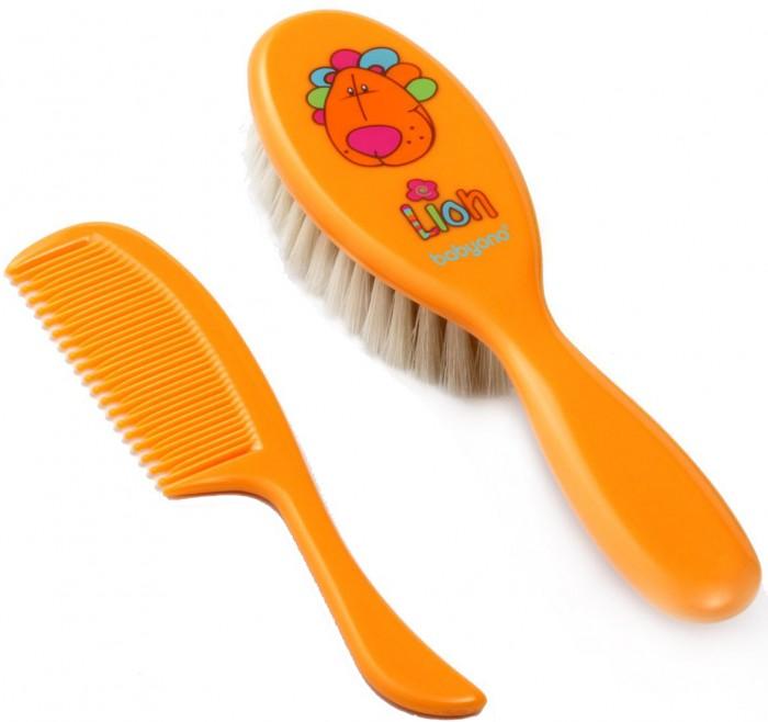 BabyOno Щетка натуральная и расческаЩетка натуральная и расческаЩётка натуральная и расческа для волос для детей с 0 мес. BabyOno  Комфорт и удобство: мягкий натуральный волос  щётка превосходно подходит для ухода за тонкими и нежными волосами ребёнка антистатическая - не электризует волосы идеальная для массажа кожи головы противоскользящая ручка закруглённые зубцы гребня защищают нежную кожу ребёнка<br>