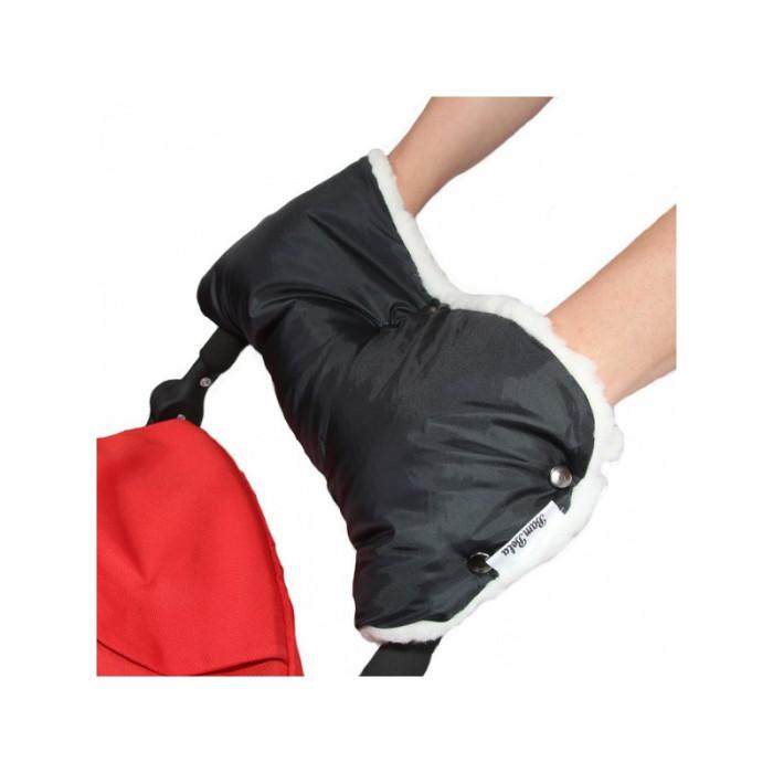 BamBola Муфта для коляски плащевка (лайт)Муфта для коляски плащевка (лайт)Муфта для коляски из плащевки с мехом BamBola  Муфта на ручку коляски очень легко одевается и защищает ваши руки от холода.   Ткань муфты водоотталкивающая, она утеплена мехом и небольшим слоем синтепона.  Различные цветовые решения позволят вам подобрать муфту в тон вашей коляски.  Такая вещь просто незаменима во время зимних прогулок!  Муфта подходит практически для всех моделей колясок с одной ручкой.<br>