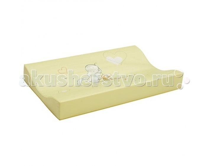 Накладка для пеленания Bebe Jou 68006800Накладка для пеленания Bebe Jou из пленочного материала предназначен для ежедневной смены пеленок, мытья и переодевания малыша.   Удобная форма с приподнятыми краями, гладкая, легко моющаяся поверхность помогут Вам в уходе за ребенком.  Накладка для пеленания небольшого размера, удобно хранить и брать с собой в дорогу.   Размер: 72 х 44 см<br>