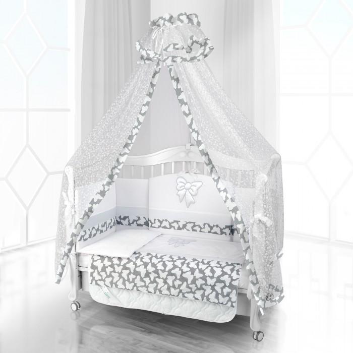 Комплект в кроватку Beatrice Bambini Unico Farfalino 120х60 (6 предметов)Unico Farfalino 120х60 (6 предметов)Комплект Beatrice Bambini Unico Farfalino (120х60) - это очень нежный по оформлению и тактильным качествам комплект постельного белья от итальянского производителя детских товаров. Основу декора составляет милый бантик, который очень хорошо дополняет основные постельные тона. Малыш в кроватке будет хорошо отдыхать и подниматься полным сил для новых свершений. Этому способствует природная мягкость тканей и качественные швы, которые не будут раздражать кожу младенца.  Данный комплект идеально подходит для кроваток с габаритными размерами 120х60 см.  Все материалы, которые использовал итальянский производитель, проходили обязательную проверку по следующим параметрам:  соответствие экологическим и санитарным нормам отсутствие каких-либо аллергенов высокое качество и максимальная натуральность  В состав комплекта вошли такие постельные принадлежности как: подушечка правильной ортопедической формы одеяло с инновационным наполнителем, который будет поддерживать оптимальный температурный баланс у крохи наволочка и пододеяльник простынка с резиночками для фиксации съемные бортики, которые уберегут кроху от травматизма<br>