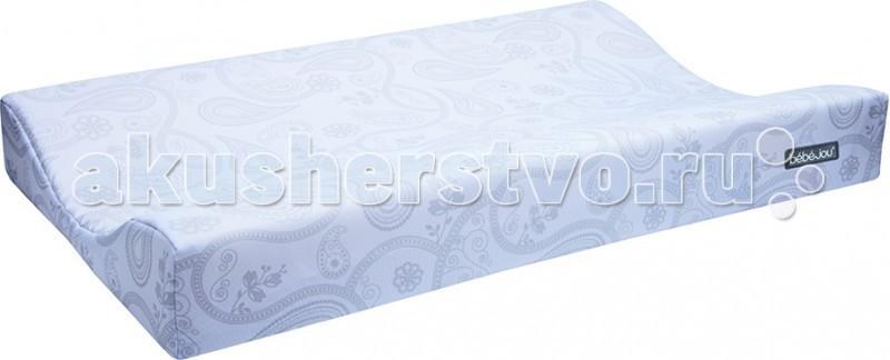 Накладка для пеленания Bebe Jou 69006900Накладка для пеленания Bebe Jou предназначена для ежедневной смены пеленок, мытья и переодевания малыша.   Удобная форма с приподнятыми краями, приятная коже поверхность помогут Вам в уходе за ребенком.   Накладка для пеленания небольшого размера, удобно хранить и брать с собой в дорогу.   Текстильный чехол съемный для стирки при 40 градусах.  Размер: 72 х 44 см Материал: полиэстер<br>
