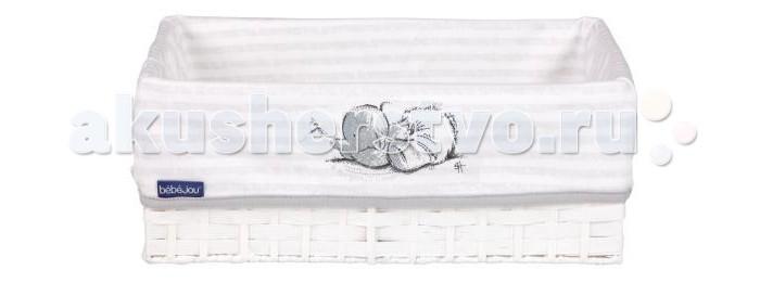 Bebe Jou Корзинка для гигиенических принадлежностейКорзинка для гигиенических принадлежностейОригинальная плетеная корзинка от Bebe Jou предназначена для хранения детских гигиенических принадлежностей: кремов, лосьонов, расчесок, щеток, памперсов и т.д. Корзинка имеет махровую салфетку с вышивкой. Прекрасно дополнит интерьер ванной или детской комнаты.  Изготовлена из экологически чистых гипоаллергенных материалов. Салфетку можно стирать и сушить в стиральной машине.  Салфетка: 100% ситец.  Корзинка проложена желтым махровым полотенцем, сделанным из натурального хлопка, который хорошо впитывает влагу и легко стирается.  Материал полотенца: натуральный хлопок  Размеры: 31х22х12 см  В комплект входят: плетёная корзинка (31 х 21 х 12 см) и махровая салфетка.<br>