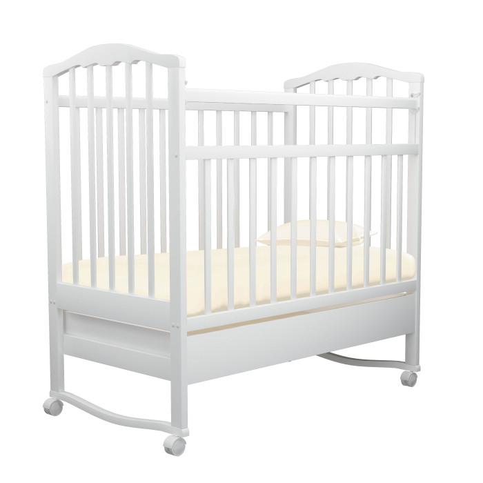 Детская кроватка Агат Золушка-2 качалка с ящикомЗолушка-2 качалка с ящикомДетская кроватка Золушка-2 изготовлена из массива березы и покрыта нетоксичными и безвредными для здоровья малышей лаками.   Опускаемая боковина с возможностью последующего снятия, для превращения кроватки в уютный диванчик  2 уровня положения матраса  Съемные колеса  Вместительный выдвижной ящик для хранения белья и мелочей  Колыбельный принцип качания  Размеры спального места: 120х60 см  Внешние размеры кроватки: 67х102х127 см  Цвета: вишня, орех, светлый.<br>