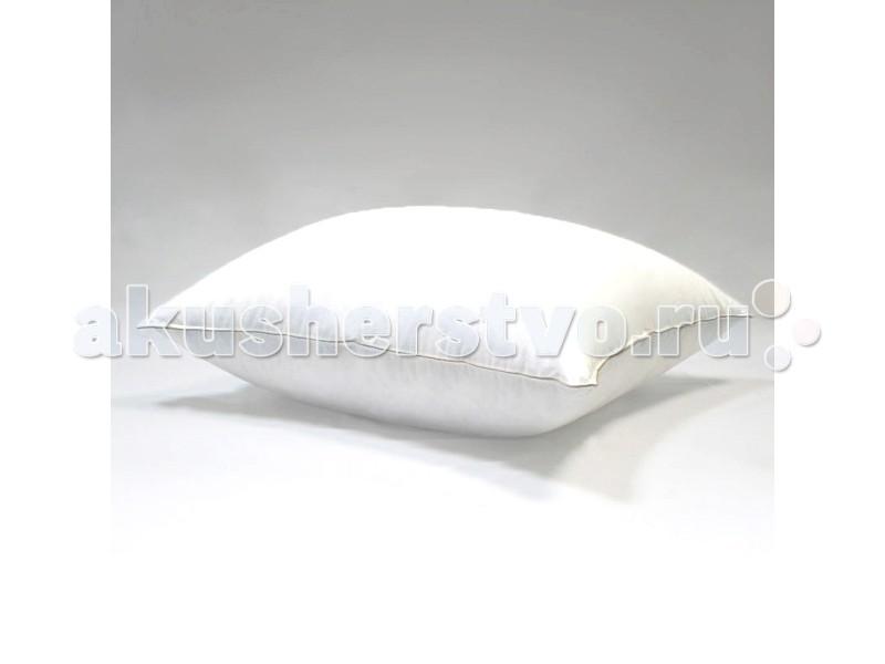 БиоСон Подушка 70х70 смПодушка 70х70 смПодушки для сна и кормления от производителя Биосон - это гипоаллергенные и качественные подушки для самых маленьких.  В подушках для новорожденных от Биосон использовованы исключительно экологические чистые материалы, безопасные для новорожденных. Произведены они из самых качественных, проверенных материалов, которые не только полностью исключают появление аллергии у малыша, но и способствуют его здоровому и крепкому сну  Варианты внешней ткани:  Тик(нидерл. tijk, англ. tick) — плотная ткань саржевого или полотняного переплетения нитей с продольными широкими пестроткаными или печатными цветными полосами. Вырабатывается из льняной или хлопчатобумажной пряжи.  Микроволокно — ткань, произведённая из волокон полиэфира, также может состоять из волокон полиамида и других полимеров. Своё название ткань получила из-за толщины волокон, составляющей несколько микрометров. Микроволокно используется в производстве тканых, нетканых и трикотажных материалов.   Варианты наполнителя:  Холлофайбер - высококачественный нетканый материал, состоящий из извитых полых волокон, соединяющихся под воздействием высоких температур. Холлофайбер® представляет собой микропружины, скрученные в «шарики» сильно переплетенные между собой. Они обеспечивают формоустойчивость, мягкость и эластичность без использования клеевых соединений. Это свойство позволяет волокну, в отличие от других материалов: как синтепон, ватин и т.п., быстро восстанавливать свою форму после смятия, иметь высокую стойкость к истиранию, многократным сгибам и стиркам.  Лебяжий пух - новый материал, на основе холлофайбера - это очень тонкие высокосиликонизированные микроволокна. Они чрезвычайно упругие и отлично держат объем, а за счет микроскопической тонкости волокон воздуха в этом объеме очень много. В отличие от натурального пуха такое волокно абсолютно гиппоаллергенно и не требует особого ухода. Подушки из такого искусственного лебяжьего пуха имеет большую воздушность и невесомость.<br