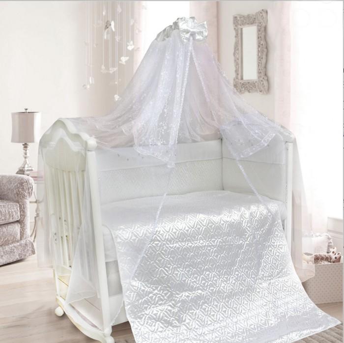 Комплект в кроватку Bombus Мила (6 предметов)Мила (6 предметов)Спокойствие вашего малыша обеспечит невероятно изысканный и нежный комплект «Мила», который изготовлен из шелковистого сатина.  Пододеяльник- покрывало, выполненный при помощи оригинальной стежки, подарит вашему маленькому чуду нежность и невероятный комфорт во время сна. Стежка комплекта выполнена на высокотехнологичном импортном оборудовании, что позволяет воплотить дизайнерские и технологичные идеи в создании этого комплекта.  Балдахин, выполненный из мягкой вуали с кружевной вставкой и украшенный объемным бантом, создаст комфорт. Это элегантный и красивый аксессуар для детской кроватки. Создает ощущение уюта и красоты.  Бортики, отделанные атласом и вышивкой, послужат защитой вашего малыша во время отдыха.  Комплект состоит из 6 предметов:  - пододеяльник-покрывало(стеганное) (110 см х 145 см) - борт на всю кроватку со снимающимися чехлами на молнии (360 см х 40 см) - подушка (40 см х 60 см)  - наволочка (40 см х 60 см) - простыня на резинке (100 см х 150 см) - балдахин (сетка вышитая + сетка) (400 см х 175 см)   Материал: с внутренней стороны- сатин, сверху отделка – стеганный атлас Наполнитель: холлкон<br>