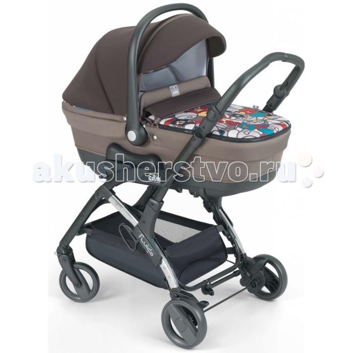 Коляска CAM Fluido 3 в 1Fluido 3 в 1Cam Fluido — детская модульная система прекрасного качества от компании CAM. Коляска станет Вашим незаменимым помощником, в комплекте люлька для детей с рождения, прогулочный блок с 6 месяцев и автокресло для детей с первых дней жизни до 13 кг.  Особенности:   ЛЮЛЬКА: одобрена для перевозки в автомобиле (0-10 кг), очень просторная, снабженная запатентованной системой быстрой установки и снятия люльки/автокресла Quicky system, ручкой для переноски; регулируемая спинка, матрасик, 2 исполнения: двусторонний спортивный дизайн люльки, выполненной из неопрена и ткани, или элегантный дизайн с вышивкой - медвежонком, капюшон с козырьком, накидка на ножки и капюшон – с москитной сеткой, вентилируемое основание с функцией качания, сумка с пеленальным матрасиком;  ПРОГУЛОЧНАЯ КОЛЯСКА: алюминиевые шасси с переставляемым прогулочным блоком (в направлении против хода движения от 0 до 12 месяцев или в направлении по ходу движения от 12 до 36 месяцев) – запатентованная система Via Vai System Reverse, регулируемая ручка, мягкие передние и задние амортизаторы, регулируемая спинка (4 позиции), передние вращающиеся колеса с функцией блокировки, съемный бампер, укрепленное сиденье, подлокотники, пятиточечный ремень.   Укомплектована следующими аксессуарами: капюшон, накидка на ножки, дождевик, корзина для покупок.   Капюшон и накидка на ножки могут быть легко установлены на прогулочный блок. Обивка легко снимается и стирается при температуре 30°C. Компактное складывание вместе с прогулочным блоком, установленным как по ходу движения, так и против движения, ручка для переноски, подножка;  АВТОКРЕСЛО: соответствует европейскому стандарту безопасности ECE R44/04, подходит для группы 0+ (0-13 кг), анатомический подголовник с боковой защитой и поддержкой спины, многопозиционный съемный козырек, пятиточечный ремень с мягкими нескользящими накладками и ремешком между ножек, практичный механизм для регулирования высоты ремня, регулируемый адаптер для ремня бе