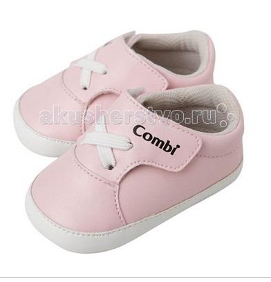 Combi Пинетки Baby Infant shoe 11 смПинетки Baby Infant shoe 11 смCombi Пинетки Baby Infant shoe делает движения малыша проще, обеспечивая приятную прогулку.  Ножка малыша отличается от взрослой плохо развитой мускулатурой, по этому при ходьбе малыш опирается на полную стопу, обувь «Combi» принимает часть нагрузки с детских пяток и пальцев ног на себя.  Ножки ребёнка состоят из 70 хрящей. Первые 3 года являются критическим периодом для развития ног ребёнка.  Неподходящая обувь может привести к неправильному развитию ног малыша.  Особенности: Канавки на внешней поверхности подошве, позволяют легко согнуть стопу при ходьбе. Подошва предотвращает скольжение. Обувь плотно прилегает к ноге ребёнка. Липучки позволяют тратить меньше времени при обувании ребёнка. Небольшие отверстия в стельках обуви обеспечивают вентиляцию и комфорт. Форма стельки поддерживает ноги малыша в правильном положение при ходьбе. Поверхность обуви обеспечивает хорошую вентиляцию.<br>