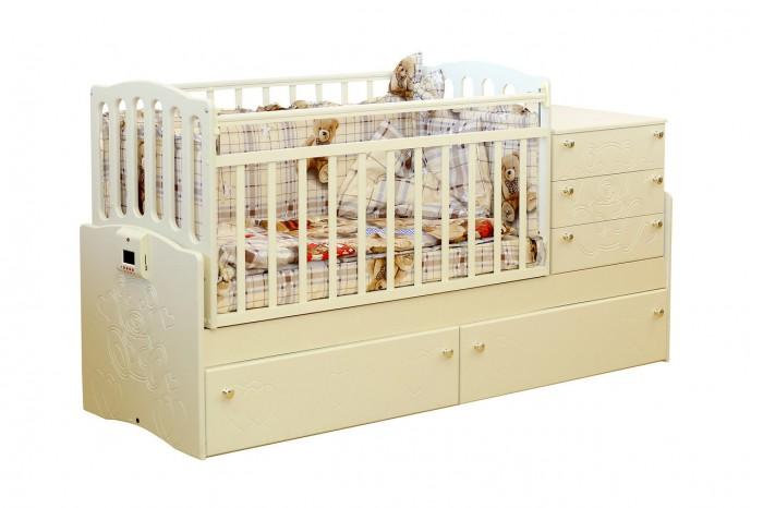 Кроватка-трансформер Daka Baby 03 (поперечный маятник)03 (поперечный маятник)Кровать-трансформер Daka Baby 03. Кровать с маятниковым механизмом поперечного качания подходит для детей с рождения и до роста 170 см. Поперечный маятник бережно укачивает новорожденного, а небольшой пеленальный столик с бортиками, расположенный прямо рядом с кроваткой, обеспечивает удобство во время гигиенических процедур или переодевания как для малыша, так и для мамы.   Особенность данной модели в ее функциональности. Когда кроха научится самостоятельно ходить, и его нужно будет приучать к собственной кровати - Вы легко трансформируете детскую кроватку в удобный диванчик, просто сняв боковую стенку. Малыш самостоятельно будет забираться в кроватку. А когда ребенок станет еще чуть старше, Вы сможете организовать для него полноценное спальное место-диван.   Особенности: Из массива твердолиственных пород древесины (береза). Гипоаллергенное лаковое/эмалевое покрытие на водной основе. Маятниковый механизм поперечного качания с фиксатором. Кроватка имеет 3 боковых и 2 нижних вместительных ящика на выдвижных направляющих. Опускающаяся боковина. Ортопедическое ложе имеет 2 положения по высоте. Пластиковые накладки-грызунки с двух сторон. Возможность установки комода как справа, так и слева. Стильный и эргономичный дизайн кроватки подойдет ко многим интерьерным решениям как детской, так и любой другой комнаты.  Размеры: размер кровати: 183х64х89 см размер ложе: 120х60/170х60<br>