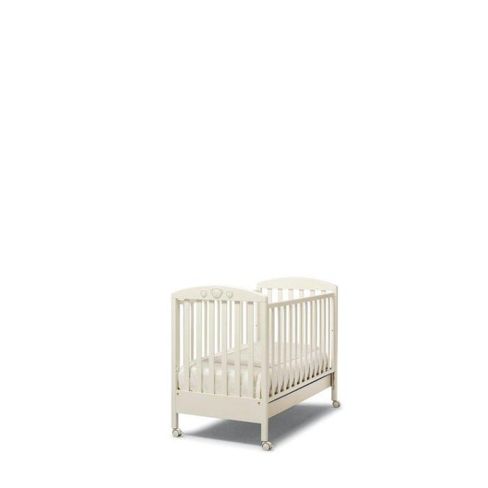 Детская кроватка Erbesi AbbraccioAbbraccioКроватка Erbesi Abbraccio Swarovski - это классический романтичный вариант, который хорошо впишется в спокойный интерьер пастельных тонов. Это маленькое уютное гнездышко для настоящих принцев и принцесс. Abbraccio - переводится как объятие, в которое ласково заключит малыша эта кровать.   Для удобства перемещения по комнате предусмотрены четыре поворотных колеса с блокирующим тормозом. Двухуровневое ложе поможет использовать кровать долгое время, подстраивая ее под нужды ребенка, в дальнейшем ограничительный бортик можно снять и получится милый небольшой диванчик. В этом роскошном гнездышке малыш будет видеть самые нежные сны.  Основные характеристики: материал: бук, покрытый гипоаллергенной нетоксичной краской, безопасной для детей.  украшение стразы Cristallized - Swarovsri Elements дно кровати двухуровневое сетка из деревянных планок или многослойной перфорированной фанеры (10 отверстий) автостенка   бортик съемный, регулируемый ящик для белья выдвижной с металлическими направляющими и блокировкой 4 колеса с фиксаторами  Габариты кроватки (ДхШхВ): 133х71х105 см Размер упаковки (ШхД): 64х125 см Размер спального места: 125х65 см<br>