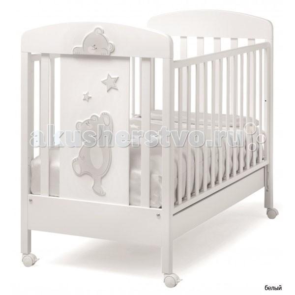 Детская кроватка Erbesi CucuCucuДетская кроватка Erbesi Cucu необычайно изысканная, выполненная в утонченном итальянском стиле, она подарит Вашему малышу самые сладкие и добрые сны. Дно кроватки регулируется по высоте на двух уровнях, а бортики опускаются на 20-25 см, позволяя подстроить ее под размеры именно Вашей крохи. Вместительный выдвижной ящик в основании и четыре поворотных колесика, два из которых оснащены стопорами, делают покупку кроватки Erbesi Cucu еще более желанной.  Материалы: 100% натуральный, экологически чистый массив бука  Особенности: Двухуровневое дно, в виде ортопедической сетки из деревянных планок или многослойной перфорированной фанеры (10 отверстий) Бортики опускаются на 20-25 см, позволяя подстроить кроватку под размеры и возраст Вашего малыша вместительный выдвижной ящик с металлическими направляющими и блокировкой от выпадения устойчивые ножки  колеса с резиновыми накладками, не оставляющими следов на полу; поворотные, два - оснащены стопорами Безопасность полностью соответствует европейскому стандарту безопасности EN 716 Дизайн изысканный и оригинальный, выполнена в стиле коллекции Erbesi Cucu, декорирована аппликацией в виде милых медвежат и звездочек<br>