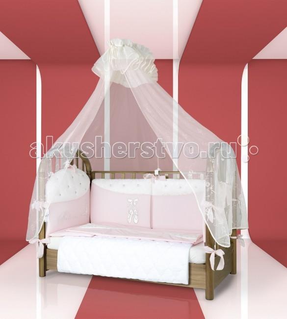 Комплект для кроватки Esspero Balette (6 предметов)Balette (6 предметов)Очень нежный и красочный набор постельного белья в детскую кроватку Esspero Balette подарит Вашему крохе хороший и качественный отдых. Этому способствует особо тщательный отбор всех материалов, который строго проводят эксперты по качеству компании Esspero. В результате все составляющие их продукции обладают несомненной гипоаллергенностью, не токсичностью и мягкой структурой, что не даст возникать на коже малыша раздражения и натертостей.  Основу комплекта составляет натуральный хлопок, гипоаллергенный холлофайбер, а также жаккард как элемент декора. Украшением служит изображение балерины и несомненного атрибута балета – пуантов. Огромный ассортимент цветовых решений позволяет подобрать данный комплект под любой декор спальной комнаты крохи.   В комплекте:  одеяло подушка наволочка пододеяльник простынь прикроватный бортик<br>
