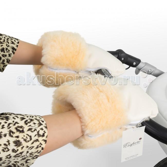 Esspero Муфта-рукавички для коляски Double LeatheretteМуфта-рукавички для коляски Double LeatheretteМуфта рукавички для коляски Esspero Double Leatherette несомненно, один из самых практичных и важных аксессуаров для мамочек. Она имеет очень стильный дизайн и универсально подходит ко всем типам колясок. Быстро и легко производится ее крепление при помощи молнии.   Экологически чистая эко-кожа, из которой создано верхнее покрытие рукавиц, не позволит проникнуть осадкам внутрь и также продувать ваши руки ветром. Внутренний наполнитель порадует вас своей мягкостью, нежностью и теплотой натуральной шерсти. Все без исключения примененные материалы обладают гипоаллергенными свойствами, что отыгрывает очень важную роль для здоровья малыша и мамы.   Высота изделия прекрасно варьируется при помощи манжета. Ее высочайшая степень практичности заключается в наличии удобного кармашка под молнией. Вы сможете постоянно иметь под руками такой необходимый в наше время аксессуар как телефон или ключи от квартиры, так как все, в прямом смысле, будет у вас под рукой.   Рукавички имеют несколько цветовых решений, что не ограничивает Вас в подборе необходимой для себя вариации.  Особенности муфты-рукавичек: Материал верха: эко-кожа Внутренний материал: натуральная овчина Крепление на коляске: при помощи молнии<br>
