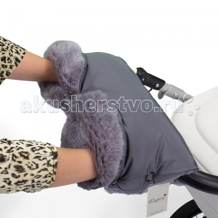 Esspero Муфта для рук на коляску Four LuxМуфта для рук на коляску Four LuxМуфта для рук Esspero Four Lux отлично подходит для холодной погоды.   Внутри выбеленная 100% овечья шерсть, Вашим рука будет всегда тепло и уютно. Снаружи - влагонепроницаемая ткань - при прогулке не страшны осадки!   Теплая, уютная, легкая и мягкая - она будет логичным довершением вашего стиля и не даст Вам замерзнуть при прогулке с малышом!   Очень стильная и теплая муфта для рук Esspero Four Lux предназначена для использования на ручке колясок практически любого типа.   Можно стирать в машине в режиме деликатной стирки. Без использования отбеливателя.  Шерсть вбитая в ткань<br>