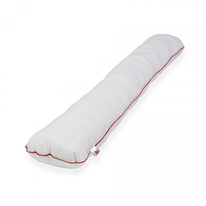 Farla Подушка-обнимашка Care I170Подушка-обнимашка Care I170Подушка-обнимашка Farla Care I170 подходит не только для беременных. Такая подушка может стать хорошим подарком для мужчин, женщин и детей.  Подушку можно использовать в изголовье кровати, заменив ею стандартную прямоугольную подушку, либо использовать её как подушку для всего тела.  Мы рекомендуем прямые подушки тем, у кого болит спина или необходима дополнительная поддержка. Её можно подложить под спину, закинуть на неё ногу или просто спать с ней в обнимку.  Для детей длинная прямая подушка-обнимашка может стать своеобразным бортиком между стеной и кроваткой. И, конечно же, она станет любимой игрушкой.  Подушка-обнимашка может стать предметом интерьера – подберите наволочку в тон и такой аксессуар непременно привлечёт внимание гостей.  Подушка может стать удобной подставкой под ноутбук, если сложить её пополам.   Состав: Наполнитель - комфорель/холлофайбер/пенополистирол 94% Хлопок 6%  Подушка сшита из белой бязи высокого качества с кантом красного цвета. Поставляется в фирменной сумке.  Размеры подушки ВхШ: 170х30см.  Наполнитель Комфорель Комфорель - разновидность полиэфирного волокна, наиболее часто используемый в подушках для беременных, мягкий наполнитель в виде полых силиконизированных волокон, закрученных в форме шариков диаметром 5-7 мм. Этот наполнитель гипоаллергенный, в нем не заводятся клещи, грибы и пр. микроорганизмы. Подушка неплохо сохраняет форму, не имеет запаха. Срок службы комфорели несколько ниже срока службы холлофайбера, к плюсам можно отнести низкую стоимость этого наполнителя . Такие подушки просты в обслуживании, легко стираются, удобны и безопасны для сна и отдыха беременных, кормления ребенка. Подушки с таким наполнителем подойдут тем, кто хочет приобрести большую подушку на срок беременности и при этом не переплачивать.  Наполнитель Холлофайбер Холлофайбер — это экологически чистый синтетический (100% полиэстер) наполнитель белого цвета, изготовленный по новейшим технологиям.