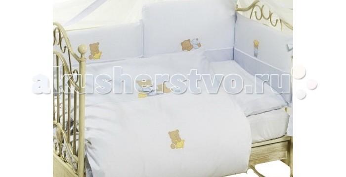 Комплект для кроватки Feretti Sleepy Bears Long (6 предметов)Sleepy Bears Long (6 предметов)Feretti является инновационной маркой натурального детского постельного белья из хлопка. Благодаря высокому качеству, богатству выбора форм и узоров каждый найдет что-нибудь для своего ребенка.  Характеристики:  При производстве используется натуральный наполнитель Ingeo - волокно, получаемое в результате ферментации и полимеризации зерен кукурузы. Наполнитель из волокон Ingeo обеспечивает прекрасную теплоизоляцию, удерживая постоянную температуру во время сна ребенка. Бактериостатические ткани Purista замедляют развитие бактерий, и являются гипоаллергенными.   Система Easy Wash облегчает стирку борта в стиральной машине без риска нарушения наполнения. Система Easy Iron - после того, как вытянете постельное белье из стиральной машины достаточно его только растянуть, а после того как высохнет не нужно гладить. Система Even Fill - равномерное размещение наполнения в одеялах, устраняющее «холодные зоны». Пуховые одеяла не вызывают аллергии. Изысканный дизайн. Приятные расцветки с забавными рисунками. Мягкие материалы не раздражают кожу ребенка.  Удобство и простота в использовании  пододеяльник на молнии.  Простынка на резинке не позволит лишним складкам воздействовать на кожу ребенка. Качество материала обеспечивает лёгкость стирки и долговечность.   В комплекте: одеяло (100 х 135 см),  пододеяльник (100 х 135 см),  борт удлиненный (360 см) на всю кроватку,  простыня на резинке 120х60,  подушка (40 х 60 см),  наволочка (40 х 60 см).  Материалы:  хлопок,  наполнитель на основе кукурузного волокна.<br>