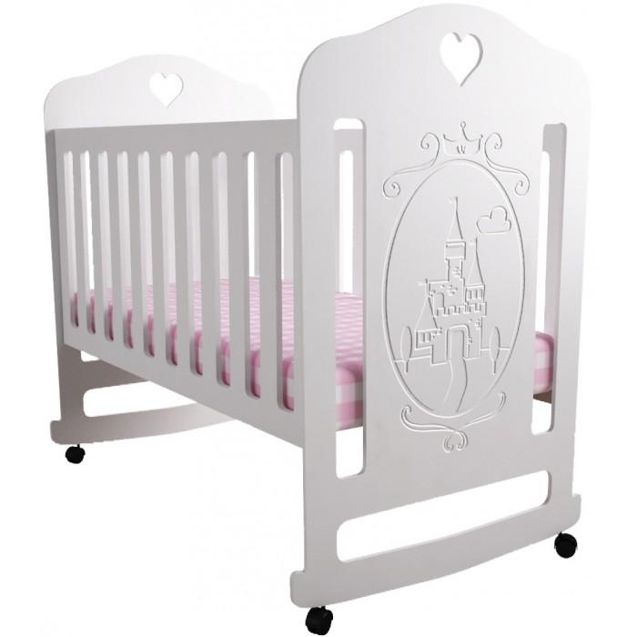 Детская кроватка Forest Принцесса (качалка)Принцесса (качалка)Детская кроватка Forest Принцесса - с резьбой ввиде замка станет прекрасным украшением для комнаты Вашей малышки.  Кроватка оснащена полозьями качания,обеспечивающий мягкие и плавные движения кроватки.  Регулируемое в двух положениях дно кроватки позволяет малышу проводить своё время с максимальным комфортом и является очень удобным для использованием родителями.  Особенности:  Кроватка изготовлена из высококачественного, стандартизированного МДФ.  Полозья качания Реечное дно  Отсутствие острых углов и деталей Два положения ложа в кроватке для малыша до 3-х лет  Безопасная конструкция  Материал: МДФ, дерево (подматрасник). Размер спального места 120х60 Проста в сборке  Вы можете посмотреть кроватку Forest Принцесса (качалка) на нашем пункте выдачи заказов в районе станции метро Люблино по адресу: Москва, ул. Краснодонская, д. 39<br>