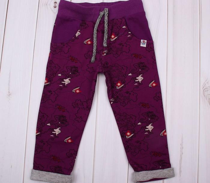 Free Age Брюки ZBB 10205-RБрюки ZBB 10205-RFree Age Брюки   Спортивные брюки от торговой марки Free Age имеют свободный крой и эластичные манжеты по краю брючин. Они станут отличной основой для повседневного образа вашего ребенка, будут хорошо сочетаться с различными футболками, лонгсливами и толстовками. Модель пошита из плотного футера с высоким содержанием хлопка, благодаря чему во время носки создаётся оптимальный пододежный микроклимат, а кожа дышит.  Материал брюк не образует катышек во время носки, не деформируется и сохраняет первоначальный цвет в течение долгого времени. Все швы изделия аккуратно прошиты и закрыты, они не будут натирать нежную кожу малыша. Брюки темно-серого цвета обеспечат вашему ребенку комфорт в течение всего дня.  Дополнительно: Состав: 100% хлопок Уход: бережная стирка при температуре 30 °С.<br>