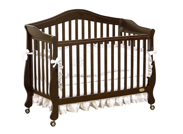 Детская кроватка Giovanni Belcanto LuxBelcanto LuxДетская кроватка Giovanni Belcanto Lux - не только красивый, но и практичный элемент интерьера.Благодаря тому, что у неё три положения матраса по высоте, она может использоваться с рождения малыша и до тех пор, пока ребенку не исполнится 5-6 лет. Когда малыш начнет ходить, можно будет убрать стенку и вместо неё поставить бортики, которые не дадут малышу упасть во сне и в тоже время озволят ему забираться в кроватку самостоятельно. Для малыша постарше бортики можно убрать, тем самым превратив кроватку в симпатичный диванчик. Изготовленная из новозеландской сосны, она прослужит Вам очень долго, сон ребенка в ней будет здоровым и спокойным.  Особенности:  3 уровня основания для матраса 2 ограничительных бортика - в комплекте Самоориентирующиеся колеса с блокировкой Трансформируется в диванчик Материал – массив экологически чистой новозеландской сосны. Древесина отличается эластичностью, отсутствием сучков, глубиной и красотой структуры дерева  Размеры: Размеры под матрас - 120 &#215; 60 см Внешние габариты кроватки - 138,5 &#215; 66 &#215; 118 см (Д&#215;Ш&#215;В) Размеры коробки - 132 &#215; 102 &#215; 13,1 см<br>