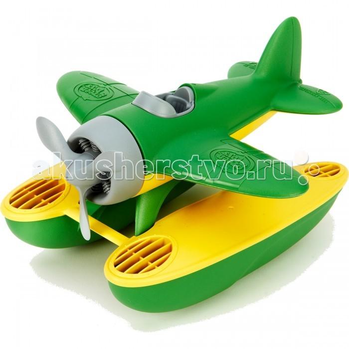 Green Toys Игрушка для купания ГидропланИгрушка для купания ГидропланGreen Toys Игрушка для купания Гидроплан создан специально для малышей.  Особенности: Самолетик без металлических осей оснащен вращающимся пропеллером, а в поплавки-понтоны может заливаться вода.  У пластика, из которого сделана игрушка, приятная, немного шершавая на ощупь поверхность. Все игрушки Green Toys производятся только в США, в Калифорнии, на фабриках, принадлежащих компании.  Компания выпускает свои игрушки только из переработанных материалов.  Все игрушки сделаны из переработанного пластика, а упаковочные картонные коробки, сделаны из переработанной бумаги.<br>