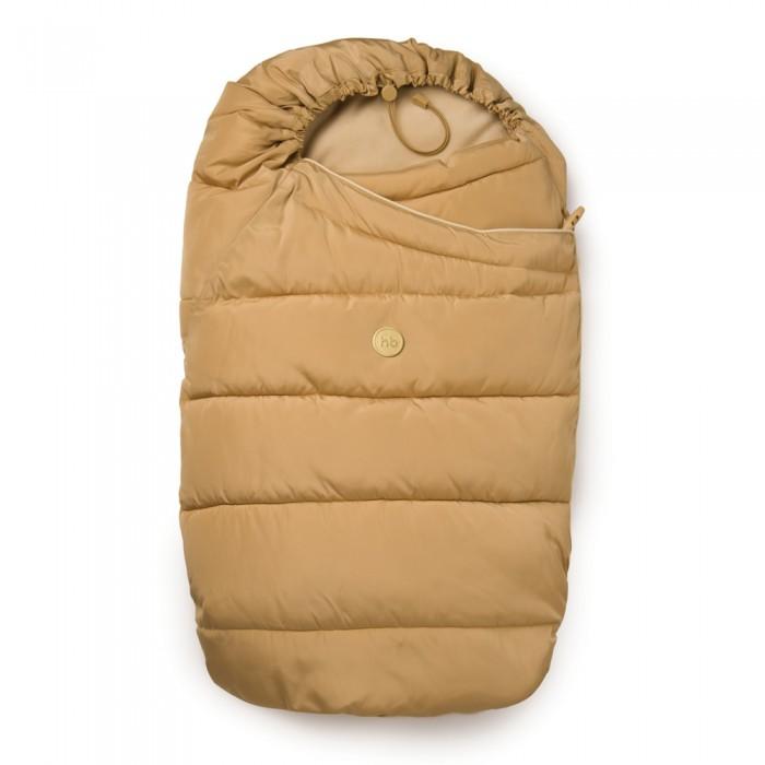 Демисезонный конверт Happy Baby MuffyMuffyДемисезонный конверт MUFFY Happy Baby  Описание  Прогулки на свежем воздухе - это залог гармоничного здорового роста и развития каждого младенца с самого рождения. Конверт hb MUFFY сделает прогулки комфортными, теплыми, приятными в осенне-весенний и зимний сезоны. Конверт просторный, легкий, воздушный, сохраняет тепло, легко быстро застегивается и расстегивается, трансформируется в одеяло. Специальные прорези под пятиточечные ремни безопасности на спинке подходят для всех моделей колясок. Сверху конверта есть регулировочный шнур с ограничителем, благодаря которому можно регулировать величину капюшона, внизу конверта есть клапан на резинке, который надежно фиксирует конверт в закрытом виде и малыш не сможет  развернуться на прогулке.  Наполнитель конверта - синтепух, это современный материал, упругий, теплый, легкий, пышный, легко восстанавливается в исходное состояние при смятии, экологически чистый, подходит для людей, страдающих аллергией. В отличие от натурального пуха после стирки и в процессе носки не скатывается в отдельные куски, которые потом нужно распушать, не будут вылезать отдельные перышки как при наполнителе из натурального пуха/ пера, хорошо пропускает воздух, а значит, конверт будет дышать и малышу в нем не будет парко. Синтепух очень плохо намокает, быстро сохнет, его можно стирать в стиральной машинке.  Этими уникальными свойствами наполнителя и объясняется качество и комфорт в использовании и уходе за hb MUFFY. Малыш будет чувствовать себя в конверте тепло и комфортно даже на длительных прогулках, он будет чувствовать себя надежно защищенным, а мама сможет максимально проявить свою любовь и заботу.  Размер в сложенном виде 7х90х45 см Размер в разложенном виде 3х140х103 см  Особенности: утепленный конверт прекрасно подходит для прогулок в коляске легко крепится пятиточечными ремнями безопасности подходит к любым моделям колясок  капюшон регулируется по размеру трансформируется в одеяло легко застегивается и