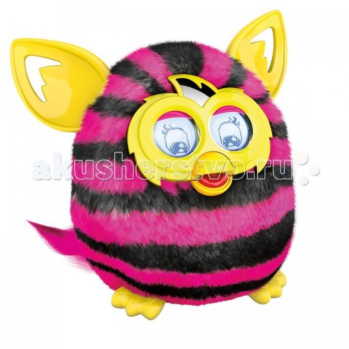 Интерактивная игрушка Furby BoomBoomИнтерактивная игрушка Hasbro Furby Boom — обладают разумом, а играть с ними можно просто так или в виртуальном мире! Чтобы научить своего Furby Boom вести себя так, как тебе хочется, общайся с ним лично. Только с Furby Boom можно выводить из яиц и выращивать электронных Furblings.  Особенности: С помощью приложения для мобильных устройств Furby Boom твой любимец может размножаться. Он будет откладывать яйца, из которых вылупятся маленькие Ферблинги Ты сможешь построить им целый город и украшать их квартиры по своему вкусу  Ферби Бум сможет выучить свое имя и мена своих друзей-ферби, с которыми он общается. Еще больше функций и контента в новом Ферби Бум.  Новая функция! Чтобы успокоить малыша, простоп оложите его на бок, так он быстрее заснет Furby будут отзываться и на твой голос У Furby есть собственный язык — фёрбийский Характер Furby постоянно меняется и зависит от того, как ты с ним играешь Furby Boom знают смешные слова и фразы, звучащие, например, как «осамсос» (что означает «просто супер») Для работы требуется 4 батарейки 1,5 V AA, в комплект не входят Материал - пластмасса, текстиль<br>
