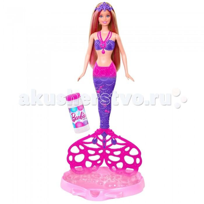 Barbie Кукла Русалочка с волшебными пузырьками CFF49/AКукла Русалочка с волшебными пузырьками CFF49/AКукла Русалочка с волшебными пузырьками Barbie CFF49/A.  Яркое разнообразие кукол Барби предстает нам в новом виде-Русалочка с волшебными пузырями!  Для создания эффекта волшебных пузырьков нужно небольшое количество жидкости в специальную подставку-лоток (входят в набор), присоединить хвост к кукле, обмакнуть хвост в жидкость и запустить вращающийся механизм на спине куклы. Хвост будет вращаться и создавать мыльные пузыри. Это весело и красиво!  Кроме того роскошные волосы позволяют создавать различные прически (расческа для волос куклы и аксессуар для волос-корона входят в набор).<br>