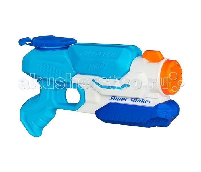 Nerf Hasbro Супер Сокер ЗаморозкаHasbro Супер Сокер ЗаморозкаNerf Hasbro Супер Сокер Заморозка. Отличное оружие для ведения войны жарким летом – легкий, компактный, яркий и дальнобойный водяной бластер Нёрф Супер Сокер Заморозка. Дальность стрельбы этого оружия превышает 9 метров, а встроенный резервуар для воды имеет объём 600 мл.!   Отверстие ёмкости для воды позволяет загружать в неё кубики льда для охлаждения жидкости.   Батарейки для работы бластера не требуются. Эта новинка 2016 года от компании Хасбро станет прекрасным подарком для детей, предпочитающих активные игры на открытом воздухе, поможет развить силу, ловкость, меткость и координацию движений.  Бластер выполнен в ярком привлекательном дизайне, удобно лежит в руке, прост в использовании, изготовлен из прочного высококачественного пластика.<br>