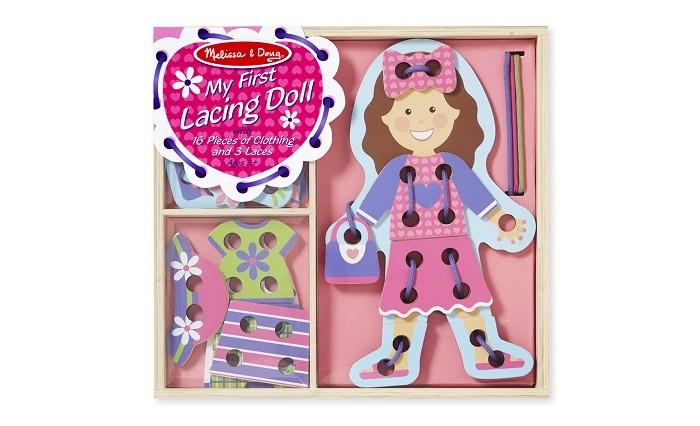 Деревянная игрушка Melissa &amp; Doug Первые навыки Моя первая шнуровка КуклаПервые навыки Моя первая шнуровка КуклаMelissa & Doug Первые навыки Моя первая шнуровка Кукла - замечательный подарок вашему малышу. Задача игры - прикрепить различные детали к основной фигуре, прошнуровав их и закрепив узелками.  Это увлекательное занятие не только развлечет ребенка, но и поможет развить ему очень важные навыки: мелкую моторику рук и координацию движений.<br>