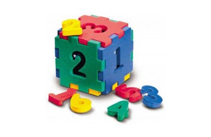Конструктор Флексика Кубик с цифрамиКубик с цифрамиКонструктор Флексика Кубик с цифрами выполнены из мягкого, прочного, нетоксичного и абсолютно безопасного материала.   3 игрушки заключены в одной:  рамки-вкладыши — фигурки вынимаются. Материал мягкий, плотный и легкий рамки имеют выемки-замочки и могут соединяться друг с другом как паззлы может быть использована для игры в ванной, ведь намоченная водой игрушка прилипает к кафелю. Они развивают у ребёнка память, воображение, фантазию, моторику, пространственное и логическое мышление. Набор знакомит ребёнка с основными цветами, развивает внимание.<br>