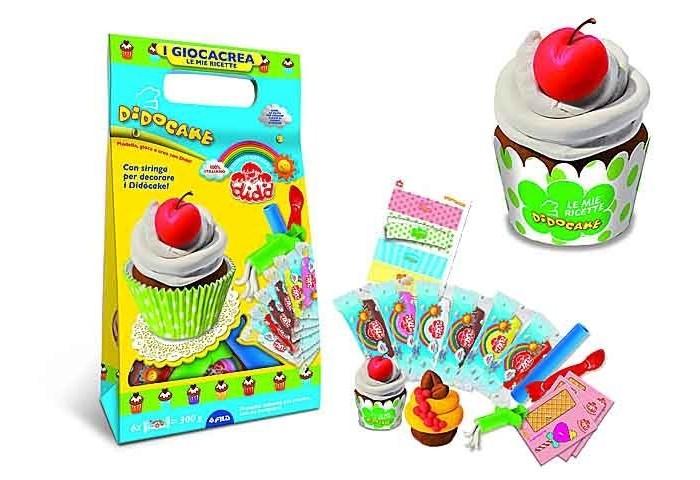Dido Cake набор для лепкиCake набор для лепкиDido Cake, набор для лепки, паста 6 х 50гр, 3 стека + вспомогательный материал.  Увлекательный набор для лепки от торговой марки Dido вызовет восторг у вашего малыша. Комплект включает в себя всё необходимое для творчества: 6 брусков пластилина, стек, скалка для раскатывания массы и декоративные элементы, придающие готовому изделию реалистичность. С помощью замечательного набора ребенок сможет создавать яркие и красивые поделки и украшать их по своему усмотрению.  При создании массы используются органические материалы высокого качества, она обладает высокой пластичностью и не пачкает руки и рабочую поверхность. Занимательный набор надолго увлечет вашего малыша, поможет ему проявить творческий потенциал и фантазию.  Развитие навыков: занятия лепкой развивают у детей мелкую моторику, воображение, пространственное и логическое мышление, чувство вкуса.<br>