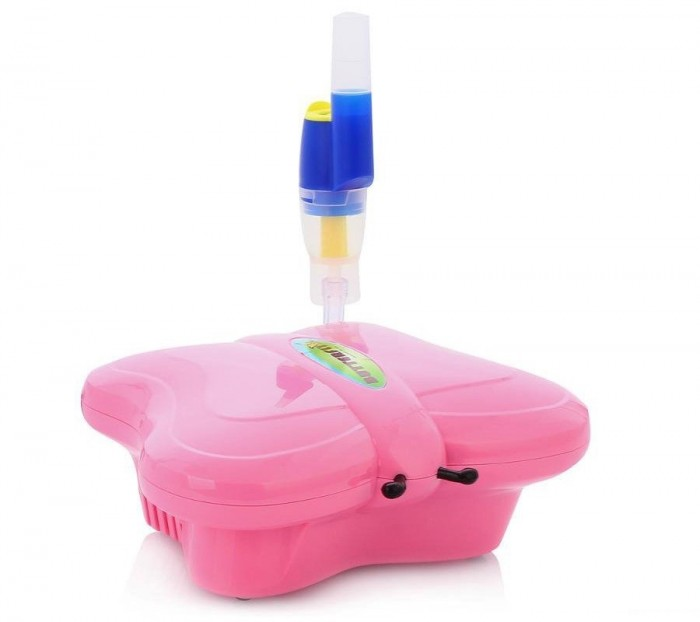 Med2000 Ингалятор компрессорный Бабочка Р5Ингалятор компрессорный Бабочка Р5Med2000 Ингалятор компрессорный Бабочка Р5 имеет встроенный держатель для небулайзера, легок в использовании и подходит для детей разных возрастных групп.   Особенности: Детский дизайн в виде игрушки специально разработан для облегчения проведения процедур.  Ингалятор легко переносить за ручку, встроенную в корпус. Ингалятор оснащен универсальным небулайзером AndyFlow.  Три режима работы позволяют использовать его при лечении заболеваний верхних, средних и нижних дыхательных путей, заболеваний легких, а так же как профилактическое средство против ОРВИ.  3 режима работы:  - Пистон C - степень распыления 1-3 мкм  - Пистон B - степень распыления 3-5 мкм  - Пистон A - степень распыления 5-10 мкм Скорость распыления: > 0,25 мл/мин Объем емкости для лекарств: 7 мл Время непрерывной работы: 30 мин Уровень шума: ~ 54 дб Потребляемая мощность: 160 Вт Источник питания: 220 В<br>