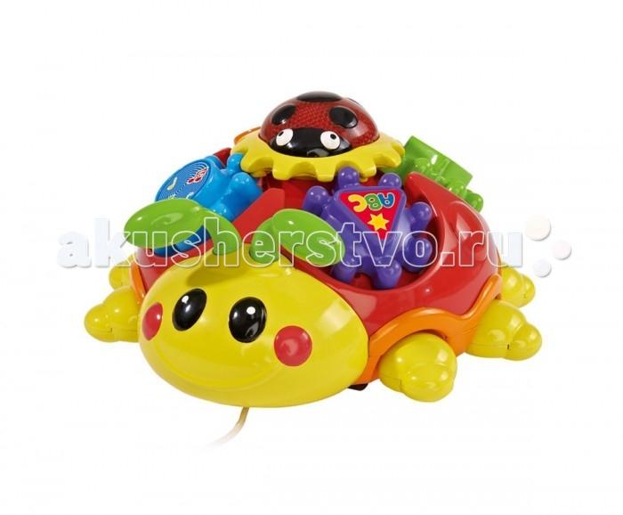 Каталка-игрушка Simba Музыкальный жук-каталка с 3-мя мелодиямиМузыкальный жук-каталка с 3-мя мелодиямиМузыкальный жук-каталка с 3-мя мелодиями, 6/12 4011658  Музыкальная каталка на веревочке выполнена в форме жучка Simba. Звуковые эффекты игрушки – 3 веселых мелодии. Каталка на веревочке, малыш топает и тянет игрушку за собой.   Помимо этого, на спине у игрушечного насекомого можно легко обнаружить различные элементы, которые помогут малышу развить мелкую моторику рук, внимательность.<br>