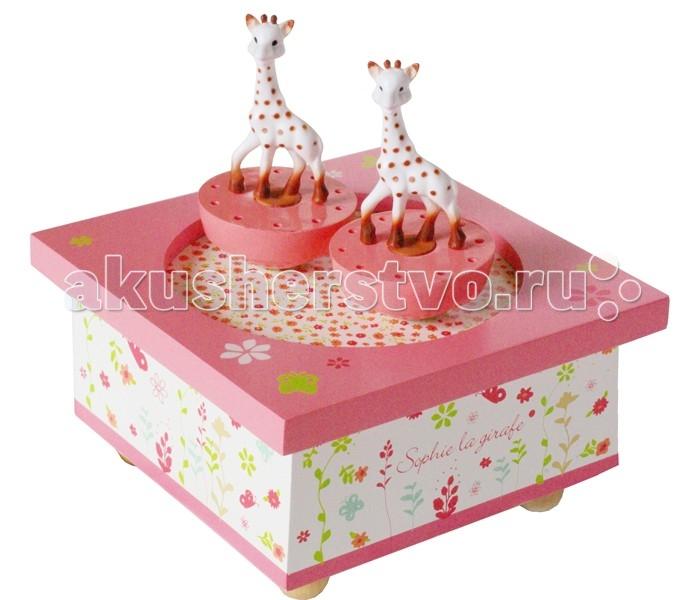 Trousselier Музыкальная шкатулка Wooden Box Sophie The GiraffeМузыкальная шкатулка Wooden Box Sophie The GiraffeСтильная и изящная музыкальная шкатулка Wooden Box Sophie The Giraffe с механическим заводом для хранения игрушечных украшений и прочих мелочей.  При заводе шкатулки, фигурки кружатся под музыку (FEELINGS)!    Малыш будет в восхищении. Не забываемый подарок на день рождения!  Музыкальный механизм заводится с помощью маленького ключика.  Размер: 11.5 х 11.5 х 7 см  Поставляется в подарочной коробке Trousselier.   Французский бренд Trousselier вот уже более 40 лет создает уникальные коллекции детских игрушек, товаров для дома и интерьера. Вся продукция изготовлена из натуральных материалов с соблюдением высоких европейских стандартов качества.<br>