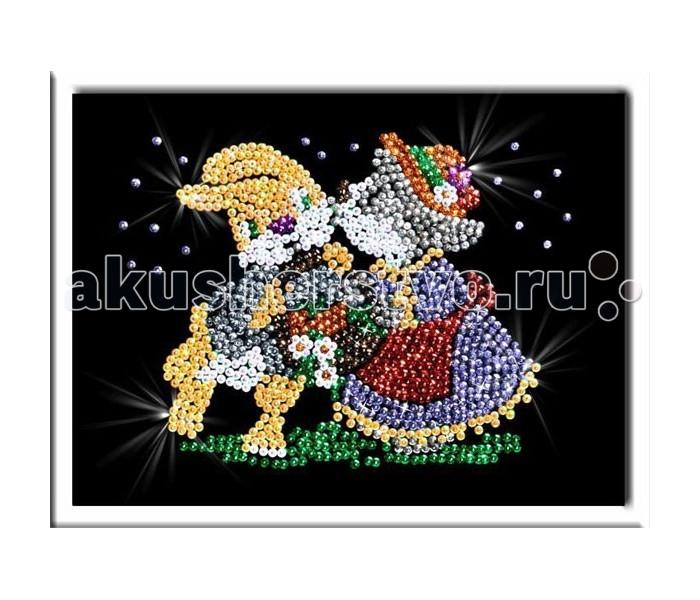 Волшебная мастерская Мозаика из пайеток СвиданиеМозаика из пайеток СвиданиеВолшебная мастерская Мозаика из пайеток Свидание  Набор для творчества «Мозаика из пайеток» - это несложная, но оригинальная поделка, процесс создания которой стимулирует многие важные для ребенка качества и навыки. Основа мозаики изготовлена из пенопласта. К ней требуется пришпиливать разноцветные пайетки при помощи специальных гвоздиков. Полученная картина украсит ваш интерьер, в комплекте есть рамка. Этот набор позволит создать симпатичное блестящее изображение свидание.  Комплект: планшет из пенопласта  цветной фон с точечным рисунком  схема с номерами и указанием цветовой гаммы  пайетки разных цветов соответственно картине  гвоздики-булавки для накалывания пайеток  рамка из пенопласта для оформления картины  инструкция.<br>