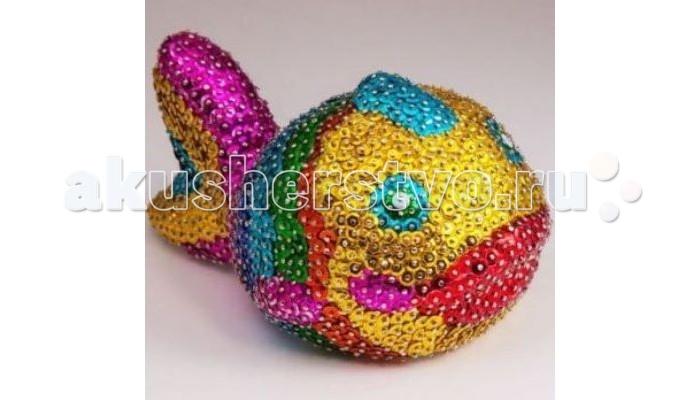 Волшебная мастерская Мозаика из пайеток 3D РыбкаМозаика из пайеток 3D РыбкаВолшебная мастерская Мозаика из пайеток 3D Рыбка  Набор для творчества Мозаика из пайеток 3D Рыбка подойдет детям 8 лет и старше. В наборе есть все необходимое для увлекательного занятия! Занятие мозаикой прекрасно развивает мелкую моторику рук, фантазию, мышление, художественный вкус, концентрацию внимания, зрительную память.  А результатом работы станет объемная фигурка симпатичной рыбки!  Комплект: пенопластовая заготовка гвоздики - булавки  пайетки различных цветов  инструкция.<br>