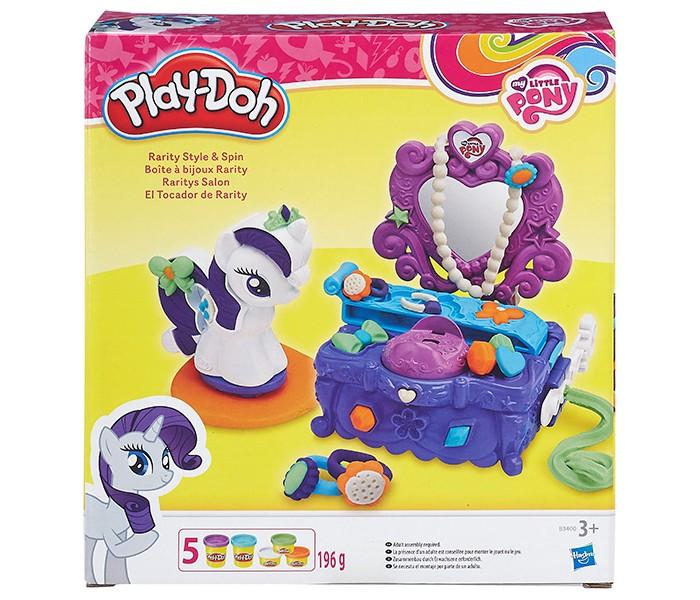 Play-Doh Туалетный столик РаритиТуалетный столик РаритиИгровой набор Play-Doh Туалетный столик Рарити – это одновременно и игровой набор, и набор для творчества!   Такой подарок непременно понравится девочке, которая увлекается лепкой из пластилина и, особенно, если она любит популярный мультипликационный сериал «Дружба – это чудо» (My Little Pony).  Помимо пяти баночек традиционной массы для лепки, в наборе Вы найдете небольшую пластиковую фигурку пони, героиню мультфильма, и многофункциональный игровой аксессуар, который одновременно является подставкой для фигурки, туалетным столиком для нашей миниатюрной лошадки и инструментом экструдером, с помощью которого можно изготавливать колечки, бусы, браслеты и другие милые пластилиновые украшения.<br>
