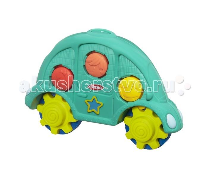 Развивающая игрушка Playskool Машинка и шестеренкиМашинка и шестеренкиРазвивающая игрушка Playskool Машинка и шестеренки возьми с собой представляет собой привлекательную зеленую машинку с вращающимися колесиками - ребенок сможет увлеченно катать ее по полу или по столу.   Кроме того, игрушку можно открыть - внутри нее расположены яркие разноцветные элементы, которые можно соединять друг с другом и крутить по типу шестеренок. Благодаря небольшому размеру, эту компактную игрушку можно с легкостью брать с собой на прогулку, в гости или в путешествие.  Уникальная игрушка Playskool поможет ребенку в развитии цветового восприятия и мелкой моторики, а также надолго увлечет в веселую игру. Яркие цвета элементов машинки наверняка привлекут внимание любознательного крохи.<br>