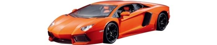 Технопарк Машина Lamborghini aventador lp 700-4 roadsterМашина Lamborghini aventador lp 700-4 roadsterТехнопарк Машина Lamborghini aventador lp 700-4 roadster, инерционная, открыввющиеся двери, в коробке 2 х 36 шт.    Коллекционные машины бренда Технопарк станут отличным подарком для юного исследователя мира техники. Модель выполнена из высококачественного металла.  Замечательная машинка от торговой марки Технопарк станет прекрасным дополнением коллекции автомобилей вашего ребенка. Игрушка выполнена с высокой степенью детализации, в точности повторяя суперкар марки Lamborghini aventador lp 700-4 roadster. Модель имеет металлический корпус, дополненный пластиковыми элементами. Прозрачные стекла позволяют детально изучить салон суперкара. Миниатюрная копия спортивного автомобиля порадует как ребенка, так и взрослого коллекционера.<br>